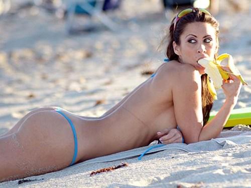 French model Anais Zanotti turns heads on Miami Beach